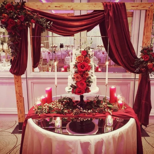 cake backdrop wedding