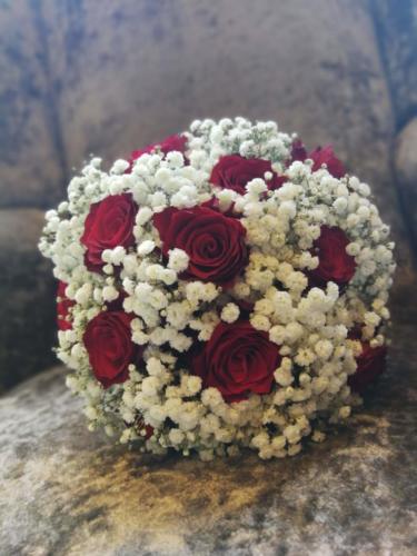 bride-bouquet-bridesmaids-red-white
