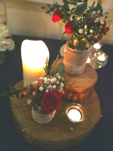 Rustic red tablecentre