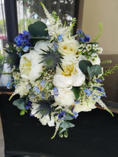 Bride-bouquet-blue-white