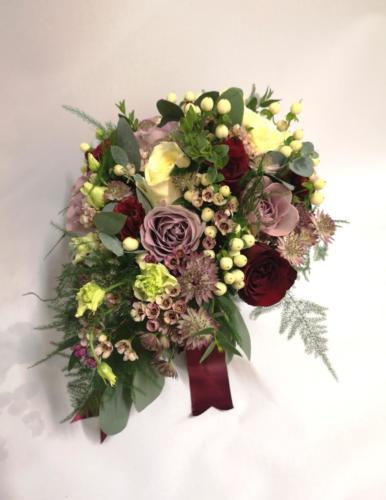 bride-bouquet-mauve-burgundy-ivory-winter