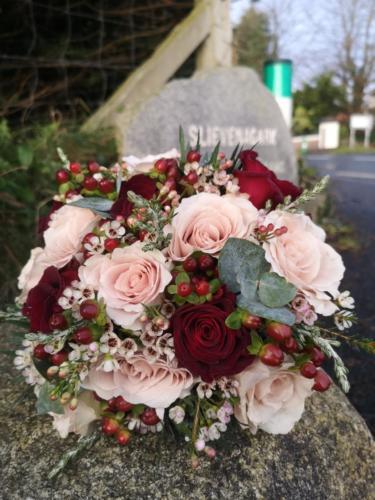 bride-bouquet-burgundy-blush-winter-berries